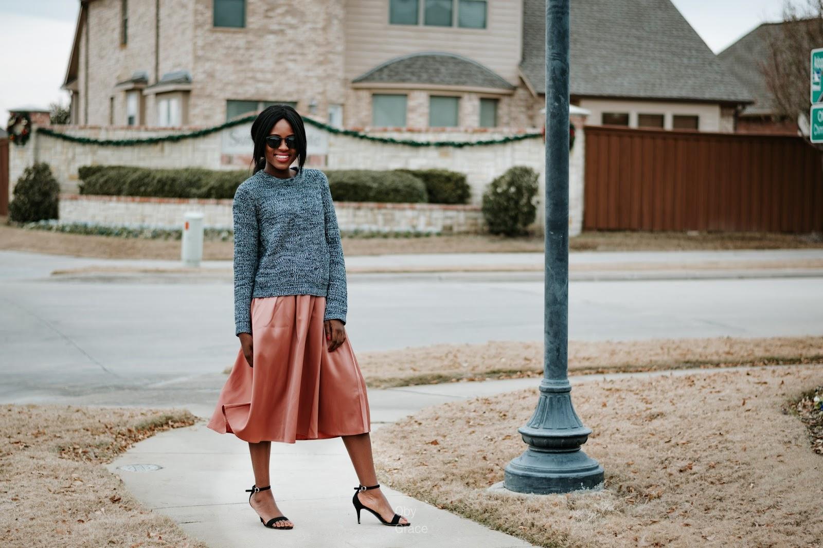 Модная атласная юбка пастельного оттенка