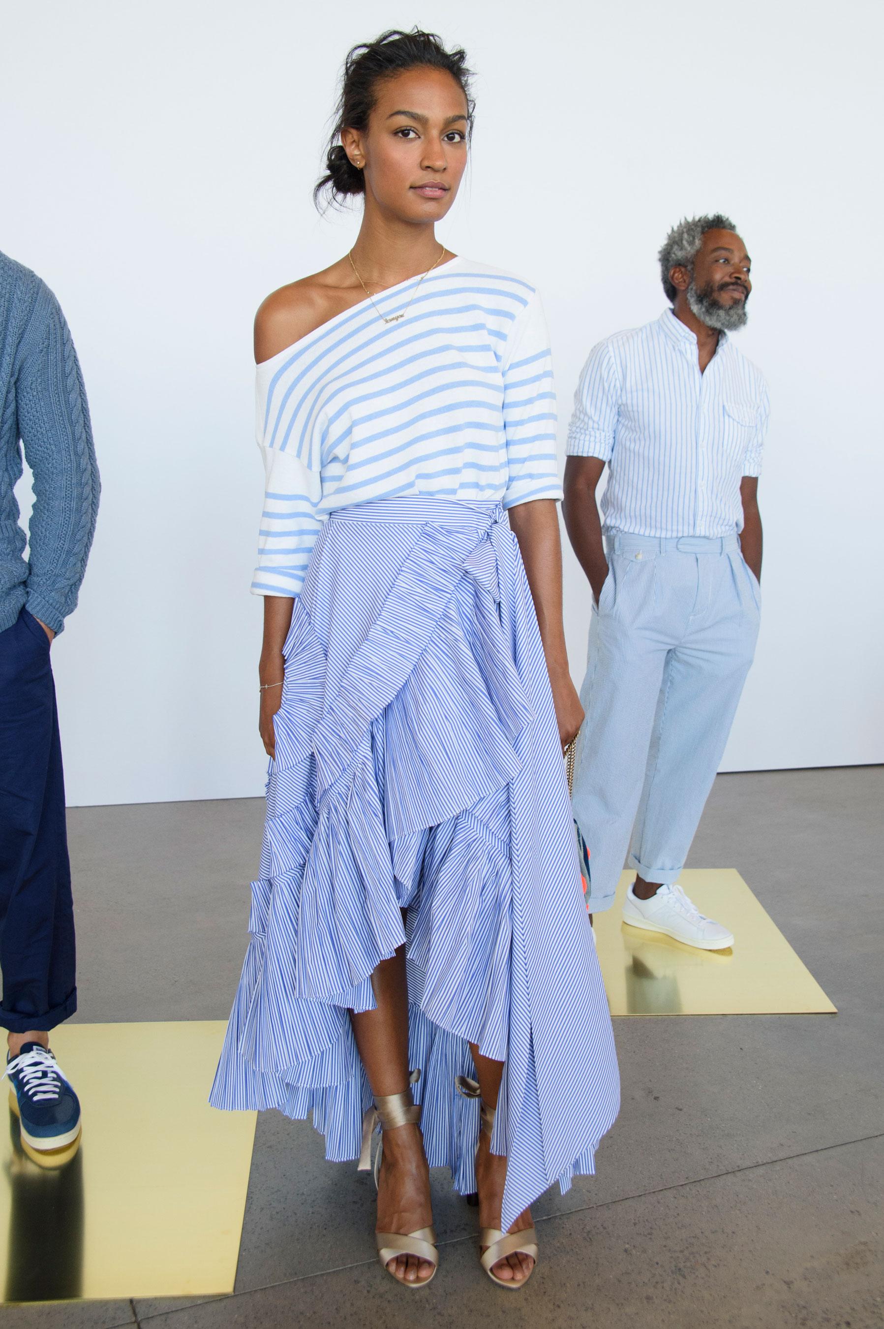 Модная асимметричная юбка в полоску