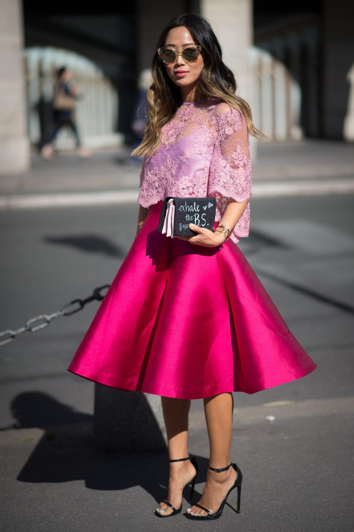 Розовая атласная юбка