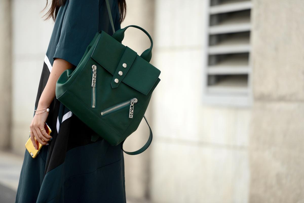 Элегантный рюкзак-сумка зеленого цвета