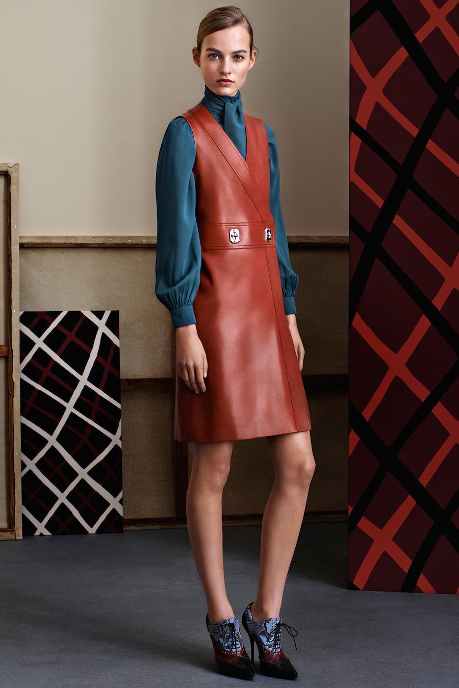 Модный кожаный сарафан терракотового цвета