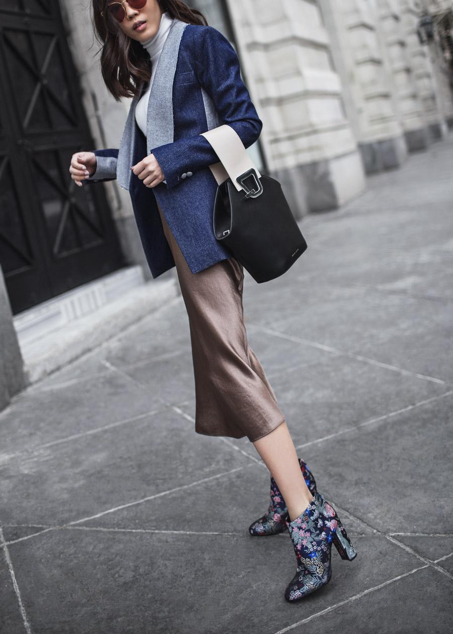 Стильная атласная юбка