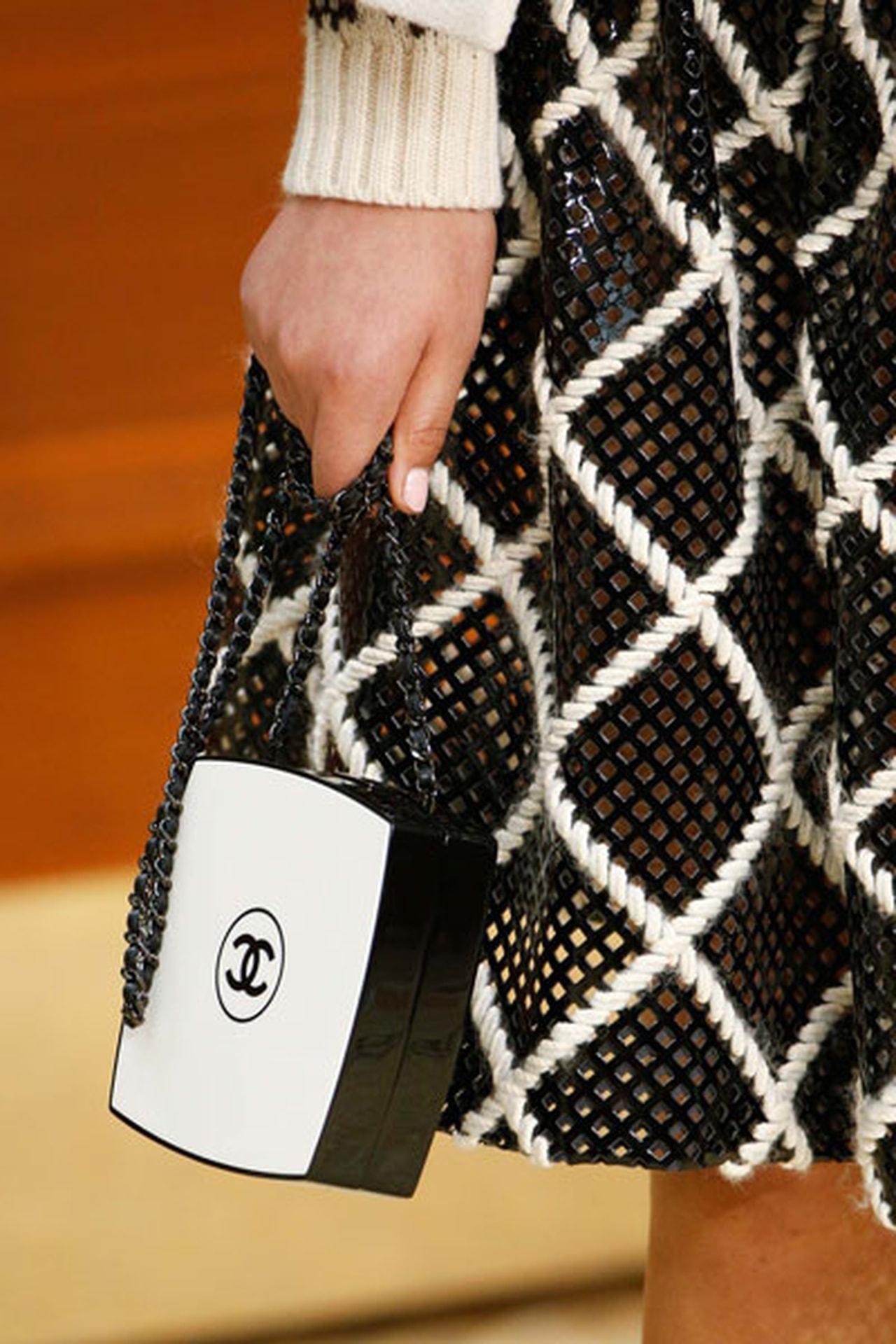 Белый клатч от Chanel
