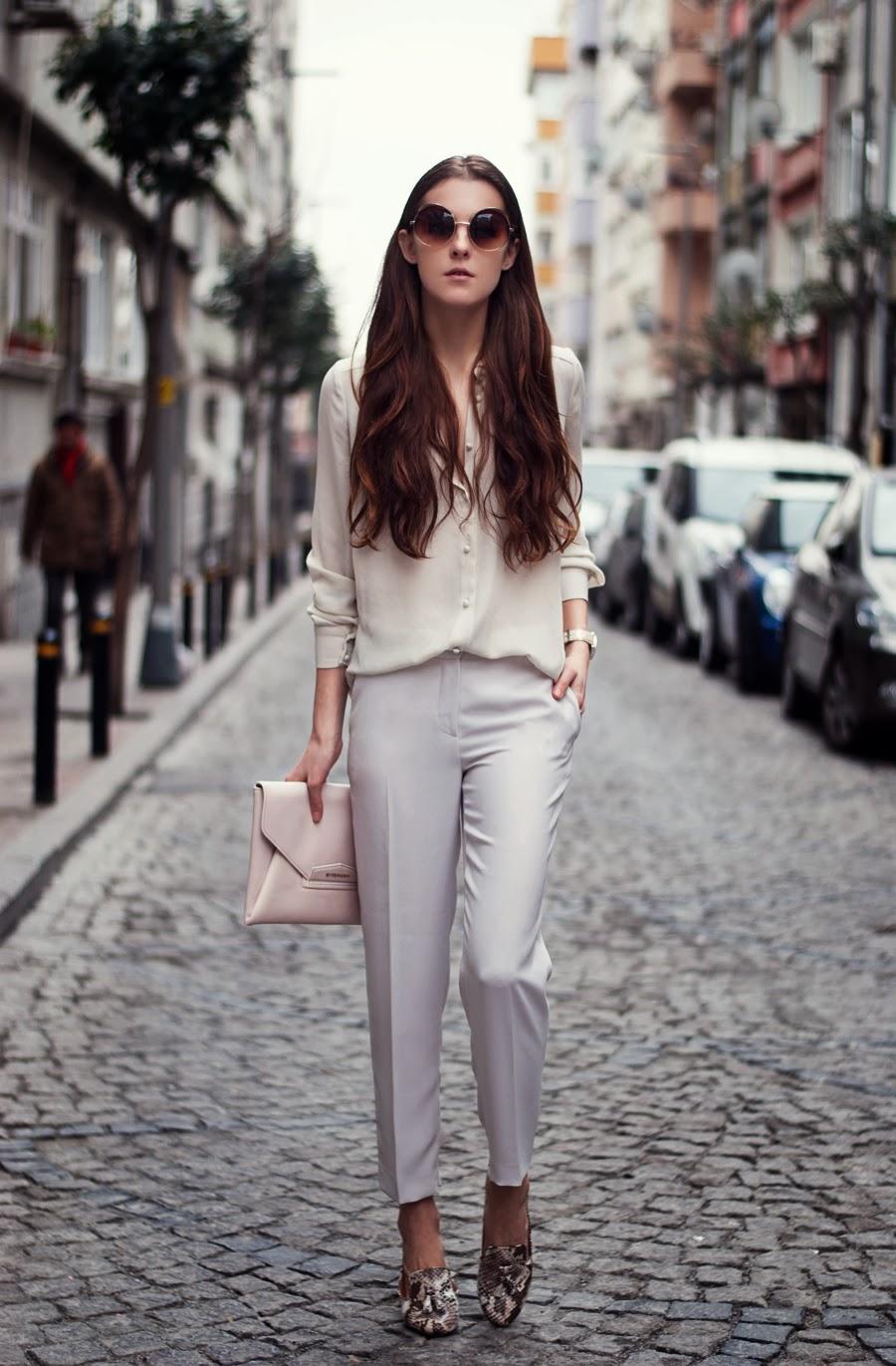 Белый клатч от Givenchy