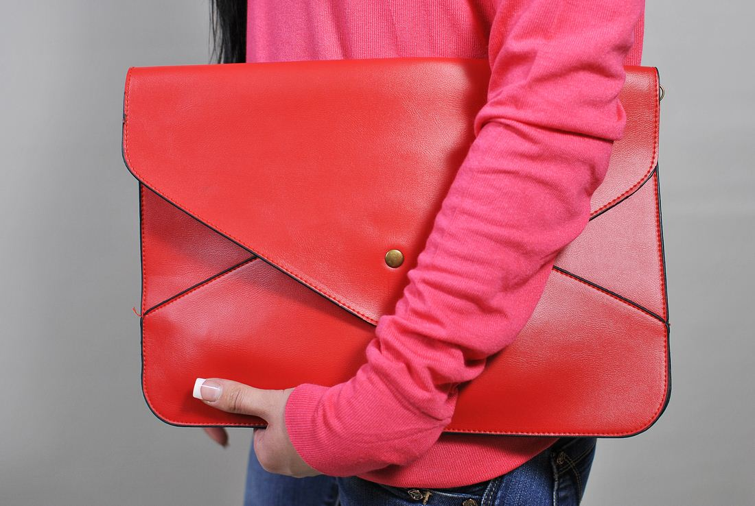 Красный клатч-конверт
