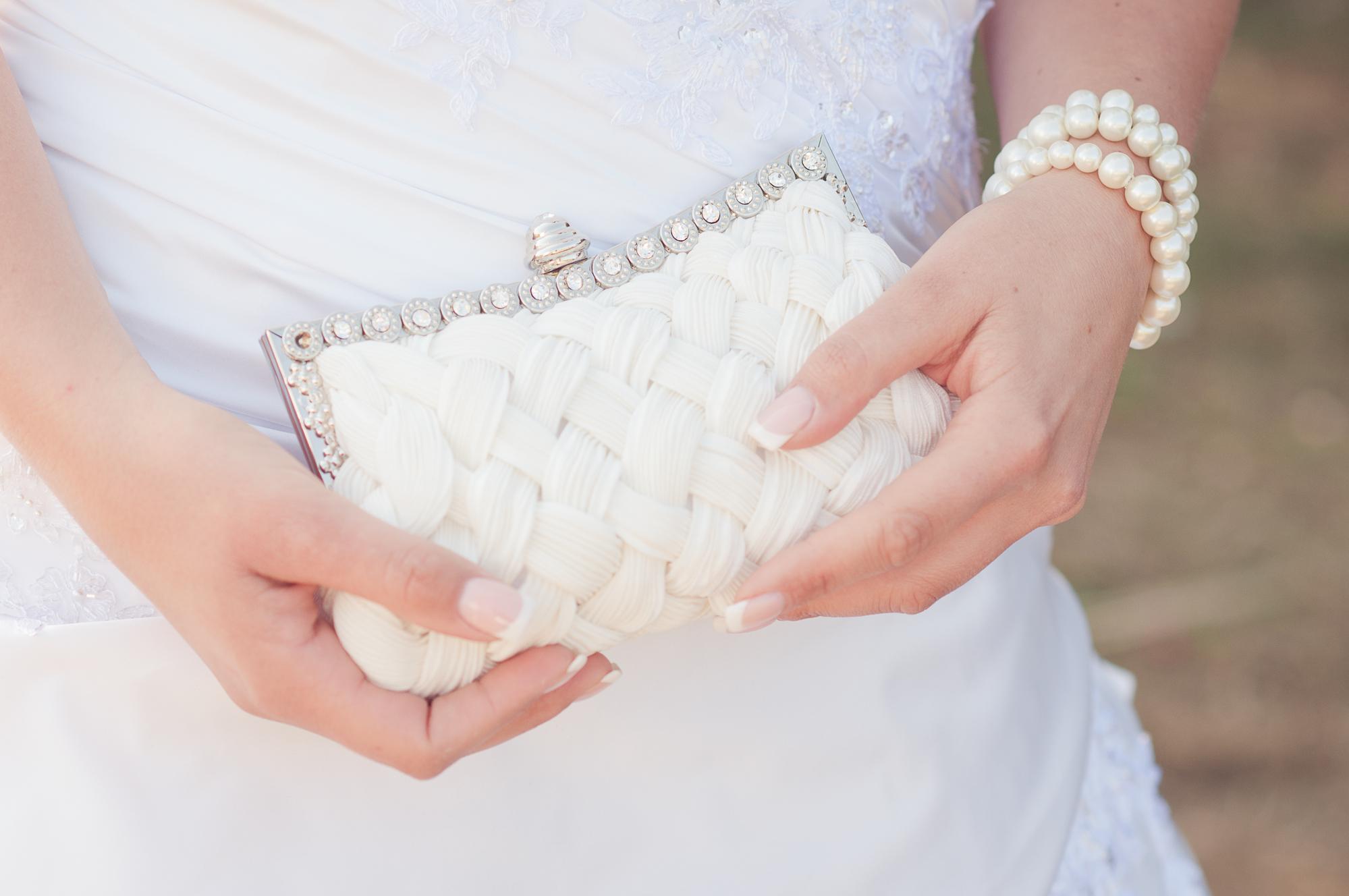 Белый свадебный клатч
