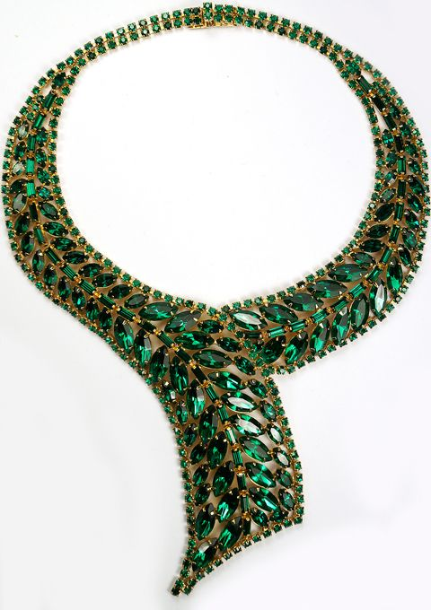 Колье из зеленых камней