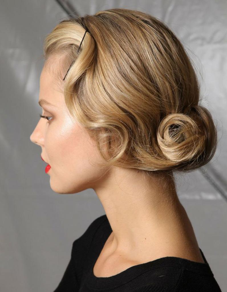 Фото современных причесок на средние волосы