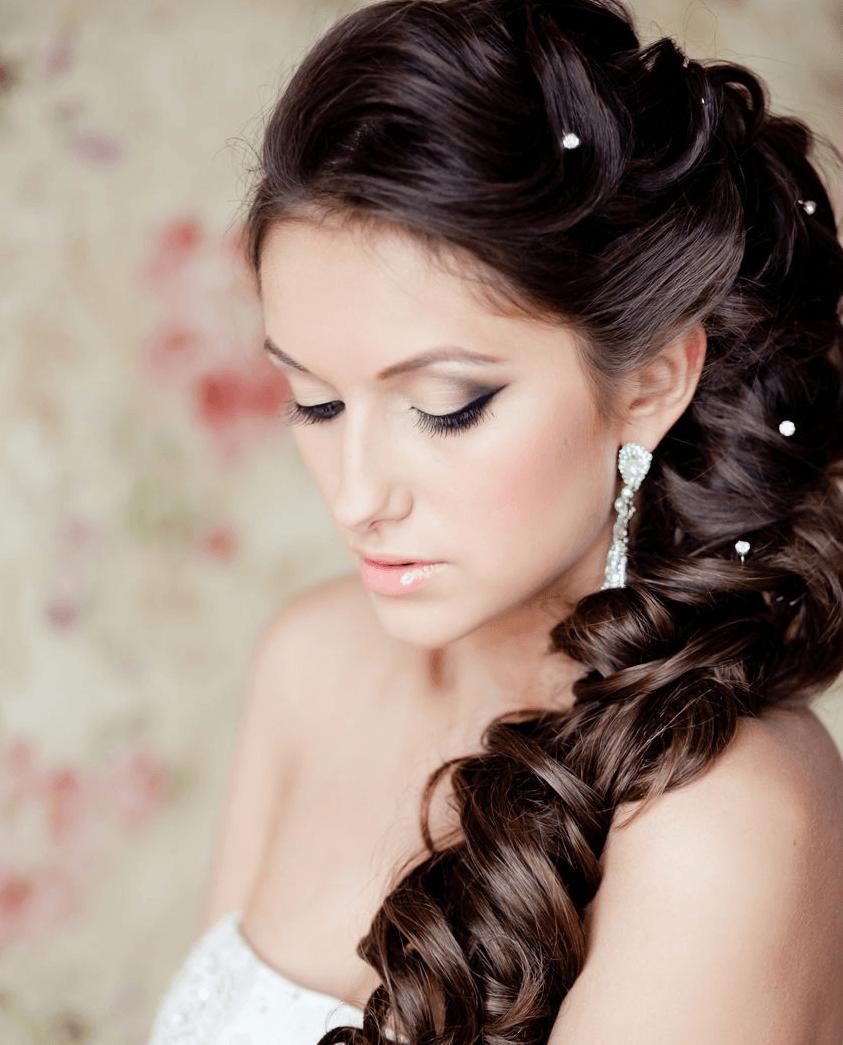 Прическа на длинные волосы с накладными прядями