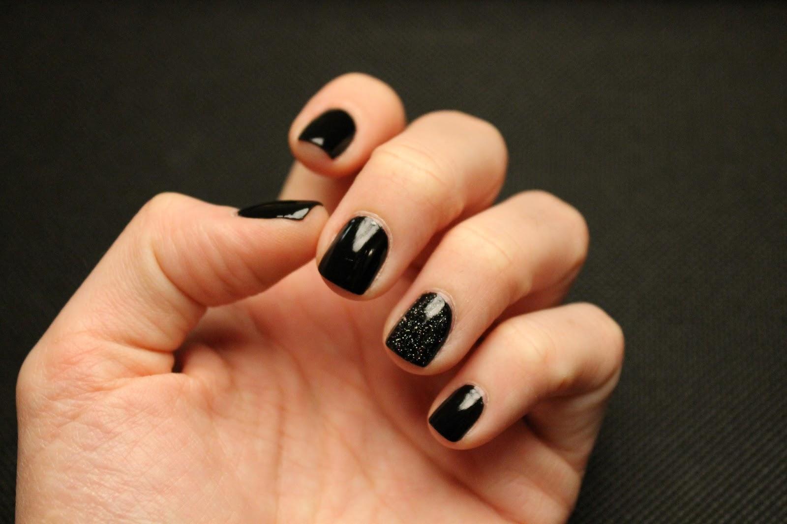 Черный лак для ногтей фото с рисунком на короткие