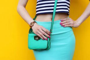 Большие и маленькие женские сумки через плечо