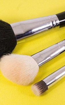 Кисточка для пудры: незаменимый инструмент для создания идеального макияжа