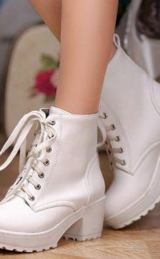 Белые женские ботинки: показатель стиля экстравагантных девушек