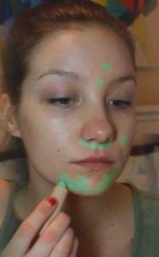 Зеленый консилер для лица – идеальное средство маскировки недостатков кожи