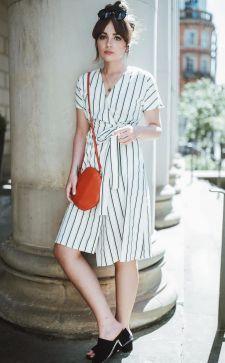 Платье с запахом – изысканная модель с «домашним» характером
