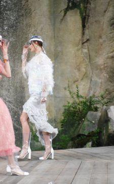 Платье Шанель 2018 года: как классика выглядит сегодня