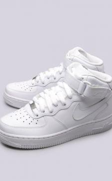 Белые кроссовки Nike: классика, которая не выйдет из моды