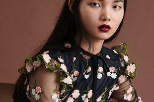Блузка с цветами: классический принт в новом сезоне
