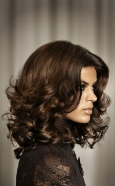 Укладка волос средней длины: лучшие прически от стилистов
