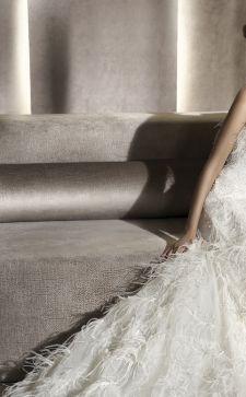 Модные вечерние и свадебные платья с перьями павлина или страуса