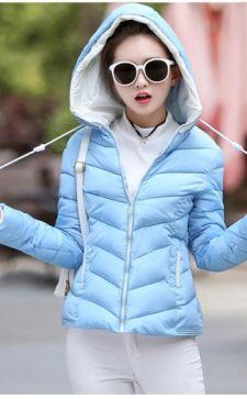 Женская куртка с капюшоном: модное объединение изыска и практичности