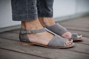 Женские сандалии: как выбирать и с чем носить