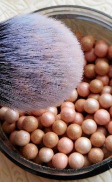 Шариковые румяна «Эйвон»: особенности и характеристики