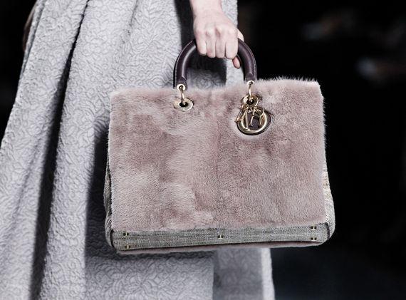 Модные меховые сумки и клатчи