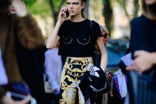 Черная футболка – прекрасная основа для стильного образа