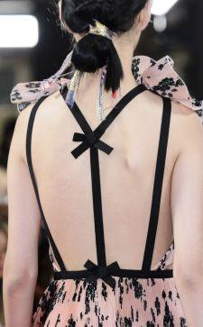Платье с открытой спиной: как выбрать наряд для праздника