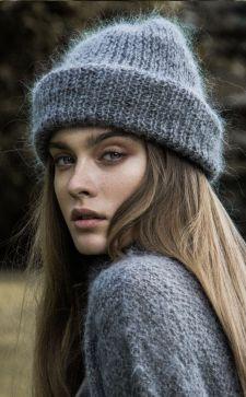 Элегантные шапки из мохера: как выбрать модную модель 2019 года?