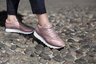 Модные кожаные кеды: удобная мода в городском пространстве