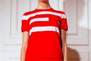 Стильные красные футболки для запоминающихся городских образов