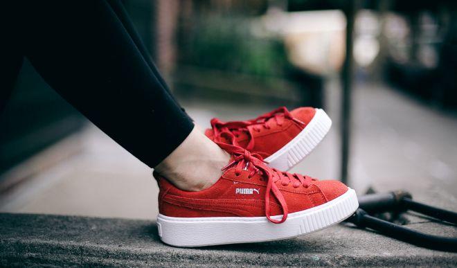 Как носить красные кеды и с чем сочетать