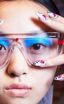 Маникюр с наклейками: простой способ сделать красивые ногти