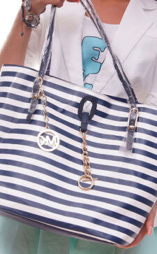 Модные сумки в полоску: сочетаем правильно
