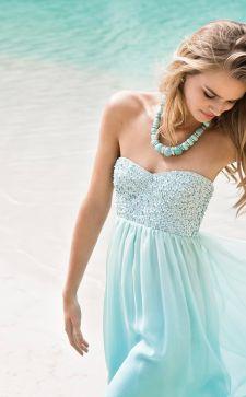 Голубой цвет в женской одежде: небесная легкость