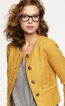 Горчичный цвет в одежде: модные сочетания для женщин