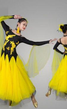 Взрослое и детское платье для бальных танцев
