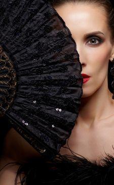 Модные веера как аксессуары для наряда и дома