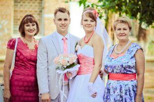Платье для мамы невесты: как сделать правильный выбор