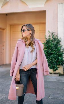 Розовое пальто – любимая одежда городских модниц осенью и зимой 2018-2019 года