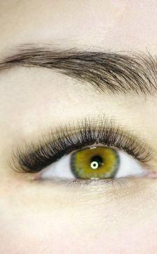 Наращивание ресниц в уголках глаз как способ подчеркнуть естественную красоту