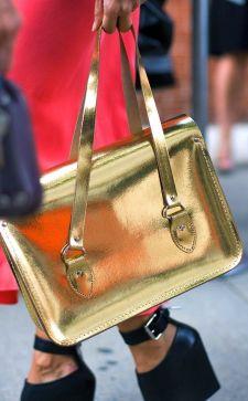 Модная золотая сумка – оригинальный и яркий аксессуар 2019 года
