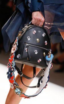 Черный городской рюкзак: свобода духа, жизнь в движении