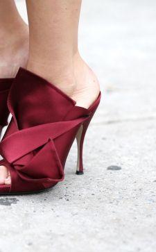 Бордовые туфли 2018 года: классика в новом прочтении