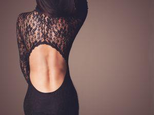 Всегда роскошное черное платье с кружевом: выбираем свой фасон