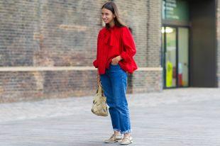 Красная блузка – смелый выбор уверенных женщин