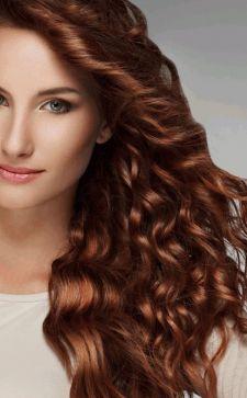 Модные прически для вьющихся густых волос: варианты для разной длины