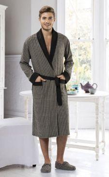 Мужской халат: прекрасный выбор комфортной домашней одежды